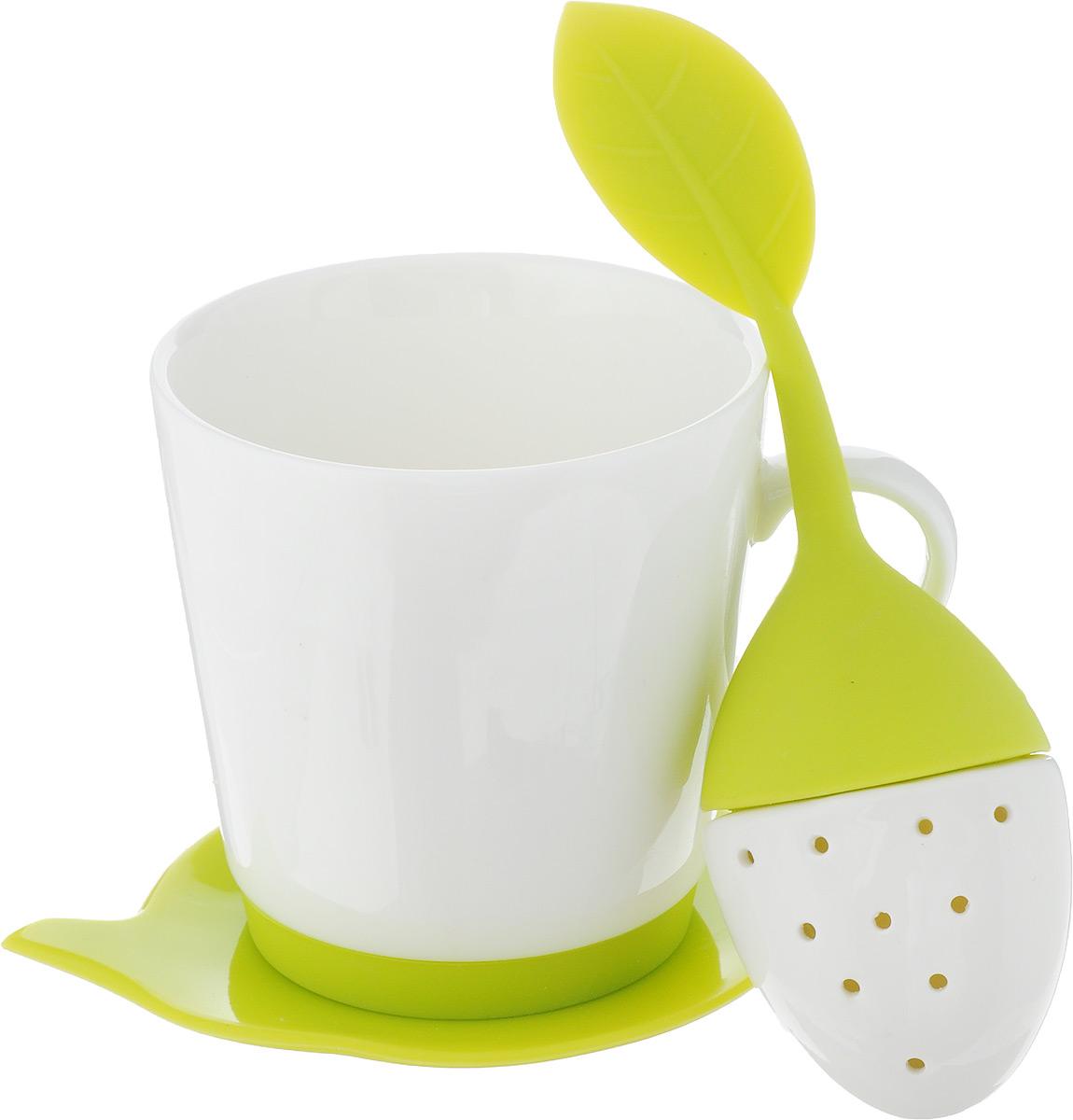Набор чайный Oursson, цвет: белый, салатовый, 3 предметаTW89559/GAНабор для чая Oursson состоит из кружки, ситечка и подставки для чайного пакетика. Ситечко и подставка выполнены из экологически чистого силикона в форме ягодки и чайника. Кружка выполнена из высококачественной керамики с глазурованным покрытием. Основание кружки дополнено силиконовой вставкой. Такой чайный набор прекрасно оформит сервировку стола к чаепитию. Можно мыть в посудомоечной машине и использовать в СВЧ-печи. Объем кружки: 200 мл. Диаметр кружки (по верхнему краю): 8 см. Высота кружки: 8,5 см. Размер подставки: 12,5 х 10,5 х 1 см. Размер ситечка: 17 х 5,5 х 1,5 см.