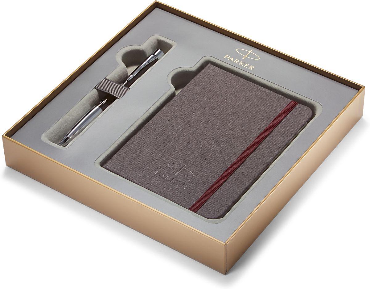 Parker Набор Ручка шариковая URBAN PREMIUM Ebony Metal ChiselledPARKER-1978328Картонная коробка высота 3,9 см, длина 21,8 см, ширина 21,8 см. Снаружи отделана золотистой бумагой с логотипом PARKER. Внутри отделана бумагой серого цвета. Вложение набора блокнот путешественника размером 15*10,5 см с обложкой из ткани сероватого цвета и тканевой закладкой с 64 белыми листами в линейку и ручка шариковая URBAN PREMIUM Ebony Metal Chiselled, черный лаковый корп, клетчатая гравировка, хромиров.детали,синие чернила М арт.PARKER-S0911500