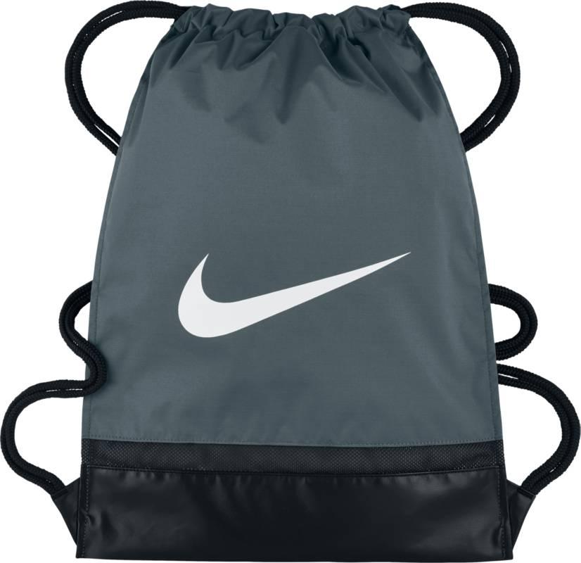 Рюкзак городской Nike Brasilia Gym Sack, цвет: серый. BA5338-064BA5338-064Утягивающий шнурок и молнии по бокам спортивного рюкзака Nike Brasilia позволяют надежно хранить экипировку и быстро получать к ней доступ. Прочная водонепроницаемая ткань плотностью 600D защищает снаряжение от влаги. Сетчатая вставка в дне усиливает вентиляцию. Молния сбоку для удобного доступа к мелким предметам. Внутренний разделитель надежно защищает экипировку.