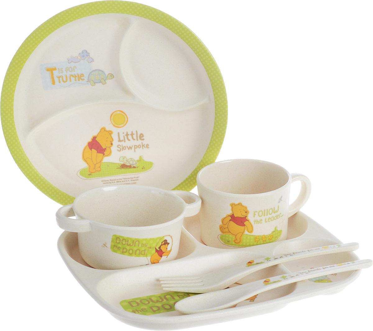 Набор детской посуды MOULINvilla, 6 предметовTSF-10-BНабор детской столовой посуды MOULINvilla, выполненный из 100% натурального бамбука, состоит из кружки, супницы, 2 тарелок, подноса, ложки и вилки. Тарелки имеют внутренние разделители. Материал изделий нетоксичен и безопасен для детского здоровья. Посуда при попадании в землю полностью разлагается за 180 дней. Можно использовать как для холодных, так и для горячих блюд. Посуда выдерживает температуру от -20°С до +120°С. Изделия оформлены изображением Винни-Пуха, черепашки и рыбок. Детская посуда удобна и увлекательна, она не оставит равнодушным вашего малыша. Привычная еда станет более вкусной и приятной, если процесс кормления сопровождать игрой и сказками. Красочная посуда является залогом хорошего настроения и аппетита ваших детей, а также станет желанным подарком. Можно мыть в посудомоечной машине. Нельзя использовать в СВЧ печах. Диаметр кружки: 8 см. Высота стенки: 6 см. Диаметр супницы: 9,5 см. Высота стенки: 4,8 см. Диаметр обеденной тарелки:...