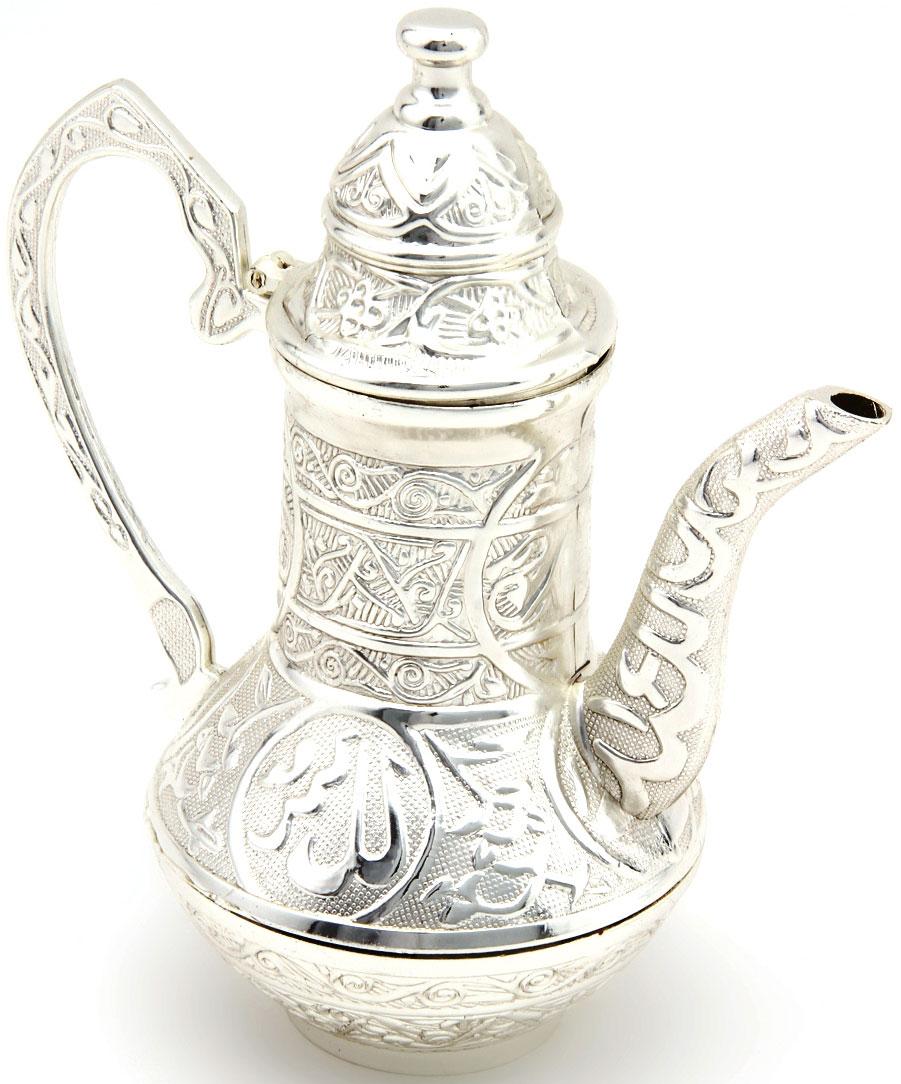 Чайник заварочный Marquis, 1 л. 7055-MR7055-MRЗаварочный чайник Marquis в восточном стиле изготовлен из стали с серебряно-никелевым покрытием. Внешняя поверхность украшена изящным рельефом. Чайник оснащен высоким носиком, большой ручкой и откидной крышкой. Такой чайник прекрасно подойдет для заварки чая, а также для хранения и сервировки соусов. Чайник Marquis - это великолепный подарок на любое торжество, а также приятный предмет для сервировки праздничного стола. Диаметр чайника (по верхнему краю): 5,5 см. Высота чайника (с учетом крышки): 17,5 см. Состав: нержавеющая сталь с никель-серебряным покрытем (гальваника). Уход: Сухая чистка либо протирать влажной тряпочкой без использования абразивных средств.