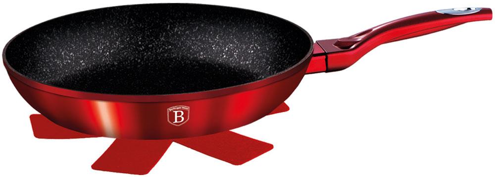 Сковорода Berlinger Haus Burgundy Metallic Line, с подставкой под горячее. Диаметр 20 см1251-ВНСковорода 20 см, материал: кованый алюминий, толщина стенок 0,5 см, 3 слоя мраморного покрытия, эргономичная ручка soft touch, индукционное дно, подставка под горячее в подарок. Подходит для всех видов плит: газовых, электрических, стеклокерамических, галогенных, индукционных.