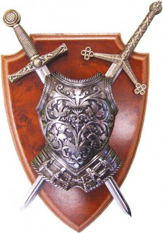 Мини-меч Эскалибр, мини-меч Тизона ДCида, кираса. Панно. Оружейная репликаD7/506Панно с кирасой и 2 мечами включает в себя легендарные образцы средневекового вооружения. В первую очередь это меч Эскалибур Короля Артура, имеющий очень древнюю историю и обладающий магическими свойствами. Вокруг этого меча ходит множество легенд и невероятных историй. Второй меч — легендарная Тизона национального героя Испании Сида Кампеадора или Родриго Диаса де Бивара. Оригинал этого меча хранится в соборе города Бургоса и является национальным достоянием Испании. А кираса в средние века была основной и самой важной частью рыцарских доспехов. Она закрывала от ранений жизненно важные органы