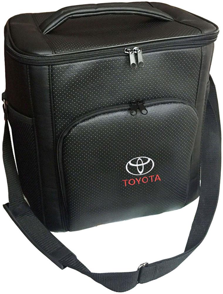 Термосумка Auto Premium Toyota, 20 л. 7211372113Термосумка выполнена из экокожи с вышивкой Toyota и оснащена регулируемым плечевым ремнем. Основное отделение и передний карман закрываются на молнию. Для дополнительного удобства термосумка имеет два боковых сетчатых кармана. Ваши продукты сохранятся свежими, а напитки холодными даже в жару благодаря специальному внутреннему термоизоляцоному материалу АЛЮФОМ (РФ). Для более длительного подержания температурного режима рекомендуется использовать с аккумуляторами холода. Объем термосумки 20 л.