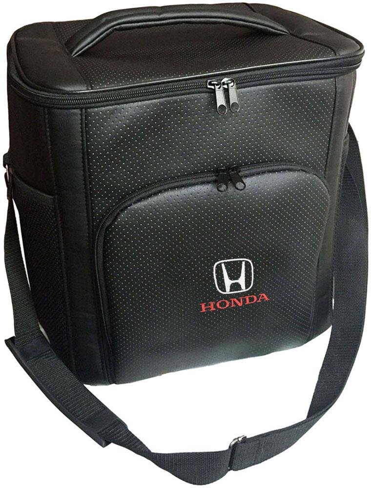 Термосумка Auto Premium Honda, 20 л. 7210372103Термосумка выполнена из экокожи с вышивкой Honda и оснащена регулируемым плечевым ремнем. Основное отделение и передний карман закрываются на молнию. Для дополнительного удобства термосумка имеет два боковых сетчатых кармана. Ваши продукты сохранятся свежими, а напитки холодными даже в жару благодаря специальному внутреннему термоизоляцоному материалу АЛЮФОМ (РФ). Для более длительного подержания температурного режима рекомендуется использовать с аккумуляторами холода. Объем термосумки 20 л.