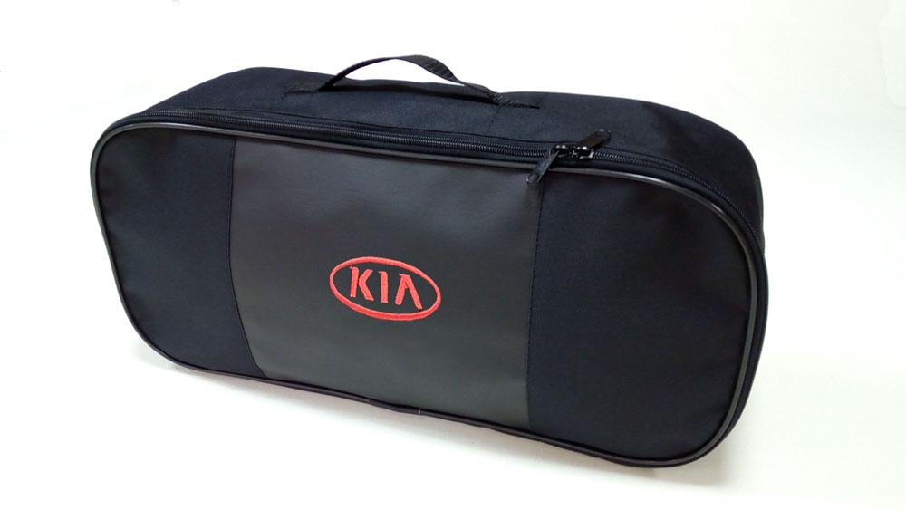 Сумка для набора техосмотра Auto Premium Kia. 6731567315Сумка для набора техосмотра выполнена из прочного и износоустойчивого материла (ПВХ 600) со вставкой из экокожи и вышивкой. Размер сумки 47х21х13. Идеально подходит для хранения огнетушителя, знака аварийной остановки, буксировочного троса и т.п.
