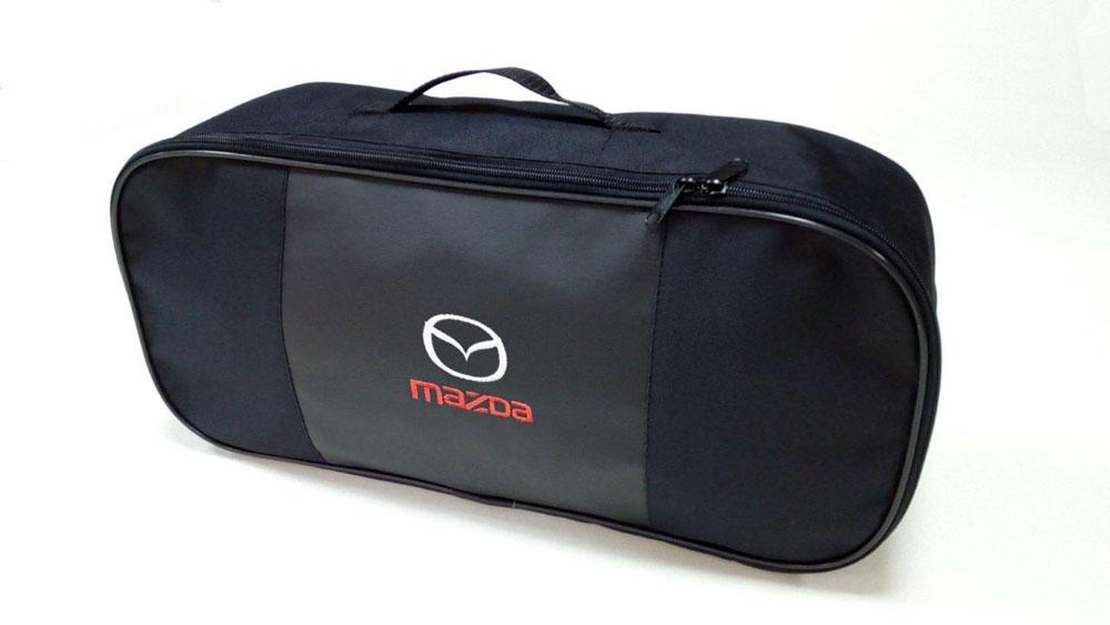 Набор автомобильный Auto Premium Mazda. 6735467354Автомобильный набор в сумке с логотипом оснащен базовыми элементами, которые необходимы каждому автолюбителю. Состав набора: - аптечка первой помощи автомобильная; - трос буксировочный 5т/пет/пакет; - Огнетушитель порошковый ОП-2(з) -АВСЕ, с металлическим ЗПУ; - знак аварийной остановки; - сумка для набора техосмотра Премиум со вставкой из экокожи и вышивкой. Размер сумки 47х21х13.