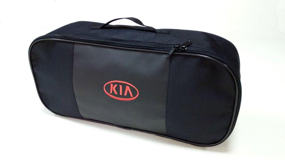 Набор автомобильный Auto Premium Kia. 6736567365Автомобильный набор в сумке с логотипом оснащен базовыми элементами, которые необходимы каждому автолюбителю. Состав набора: - аптечка первой помощи автомобильная; - трос буксировочный 5т/пет/пакет; - Огнетушитель порошковый ОП-2(з) -АВСЕ, с металлическим ЗПУ; - знак аварийной остановки; - сумка для набора техосмотра Премиум со вставкой из экокожи и вышивкой. Размер сумки 47х21х13.