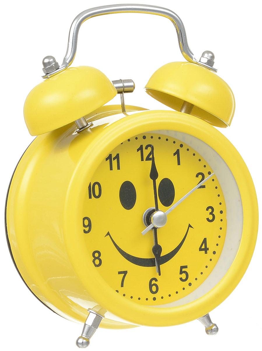 Будильник Sima-land Смайл, с подсветкой720804Будильник Sima-land Смайл с надежным кварцевым механизмом - это не только функциональное устройство, но и оригинальный элемент декора, который великолепно впишется в интерьер вашего дома. Он снабжен четырьмя стрелками: часовой, минутной, секундной и стрелкой завода. Подсветка циферблата позволяет пользоваться будильником и в ночное время. Будильник работает от 1 батарейки типа АА напряжением 1,5 В (батарейка в комплект не входит). Будильник Sima-land Смайл - это надежность, качество и изящность стиля во все времена. Диаметр циферблата: 6 см. Высота будильника: 11,5 см.
