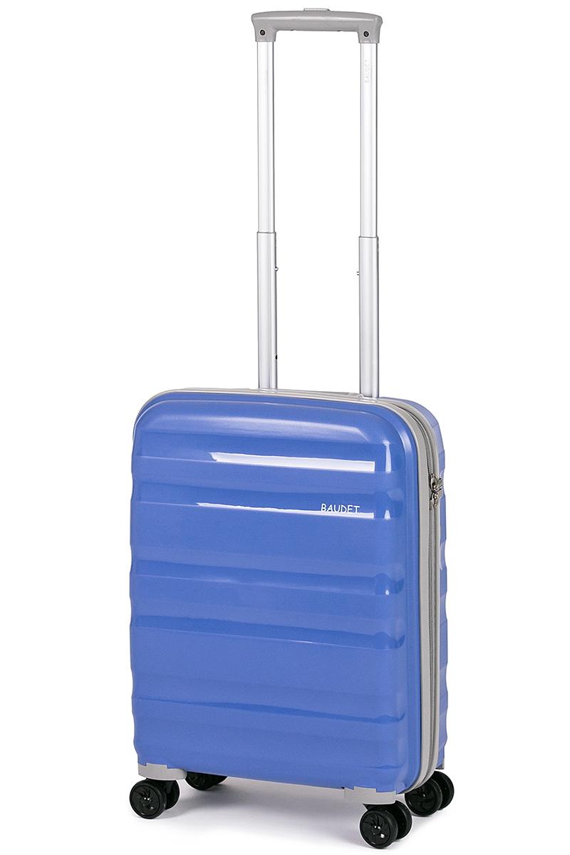 Чемодан Baudet, цвет: голубой, 49х40х21 см, 41лBHL0708807-49Чемодан Baudet надежный и практичный в путешествии. Выполнен из прочного и ударостойкого полипропилена, материал внутренней отделки - полиэстеровая ткань серого цвета. Чемодан содержит продуманную внутреннюю организацию. Имеется одно большое отделение, которое закрывается по периметру на застежку-молнию . Внутри содержатся два больших отдела для хранения одежды с перекрещивающимися Для легкой и удобной перевозки чемодан оснащен четырьмя колесами вращающимися на 360 градусов. Телескопическая ручка выдвигается нажатием на кнопку и фиксируется в двух положениях. Сверху предусмотрена ручка для поднятия чемодана. Гарантия на чемодан 2 года. Чемодан оснащен кодовым замком TSA, который исключает возможность взлома. Отверстие для ключа в кодовом замке предназначено для работников таможни (открытие багажа для досмотра без присутствия хозяина). Ключ находится только у таможни и в комплекте с чемоданом не идет. Данный чемодан подходит в ручную большинства авиакомпаний.
