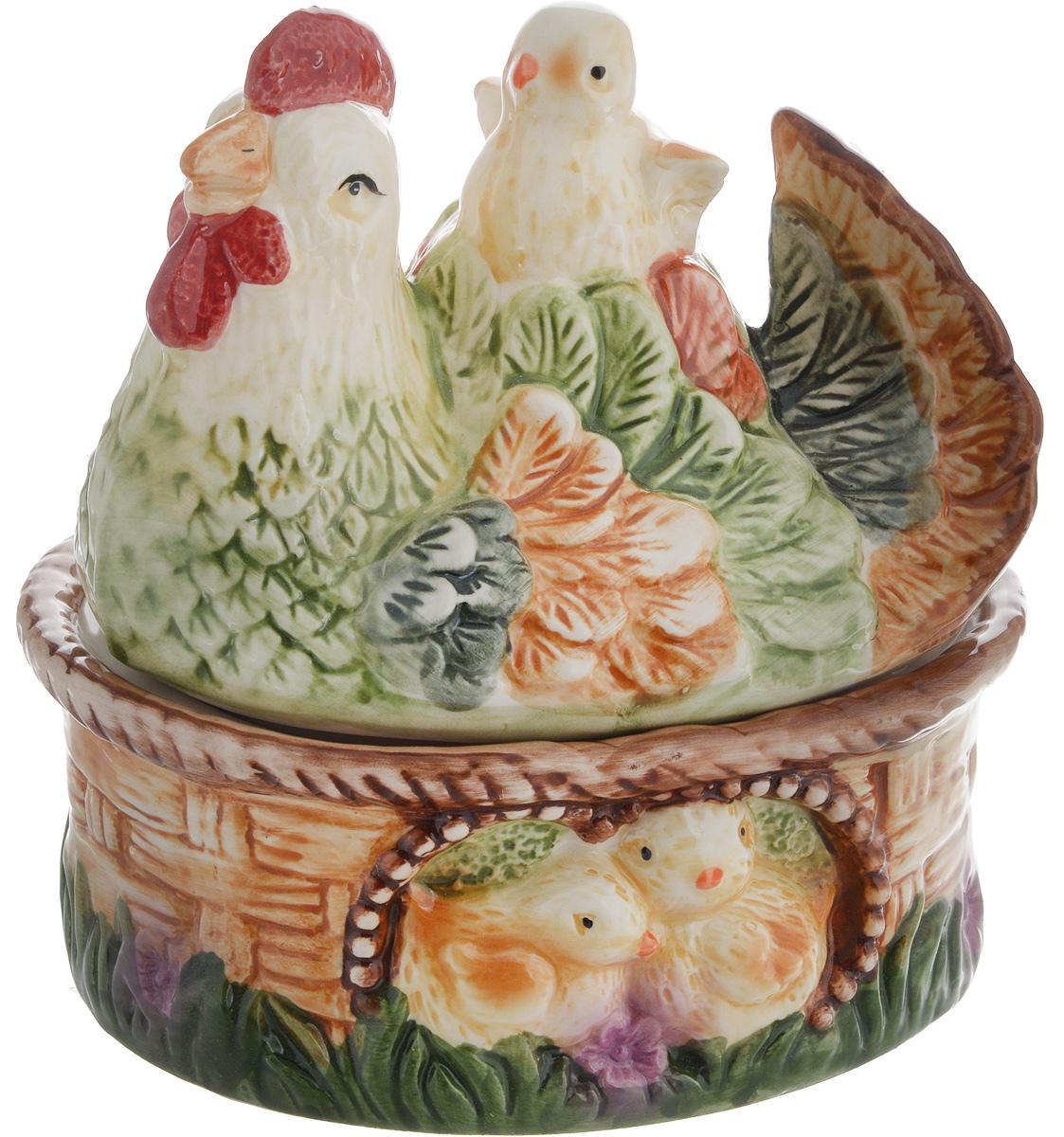 Емкость для сыпучих продуктов Win Max Курочка, 15 х 13 х 15 см14044Емкость для сыпучих продуктов Win Max изготовлена из высококачественной керамики и оформлена рельефным рисунком. Изделие дополнено крышкой, которая выполнена в виде фигурки курицы с цыпленком. Оригинальный дизайн украсит интерьер вашей кухни, а функциональность порадует любую хозяйку. Размеры емкости (без учета крышки): 15 х 12 х 6 см Высота крышки: 10,5 см