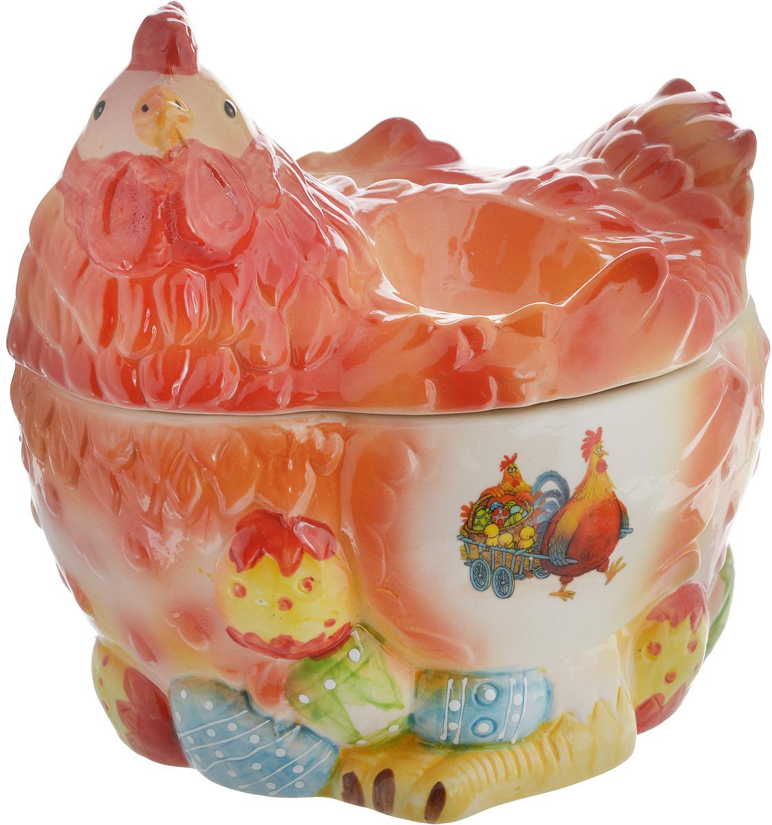 Ваза Win Max Курочка, для пасхальных яиц и угощений, 18 х 20 х 16 см14024Ваза Win Max изготовлена из высококачественной керамики с глазурованным покрытием и оформлена рельефным рисунком. Изделие дополнено крышкой, которая выполнена в виде фигурки курочки. На крышке расположены две подставки для яиц. Оригинальный дизайн украсит интерьер вашей кухни, а функциональность порадует любую хозяйку. Размеры емкости (без учета крышки): 18 х 15,5 х 10 см Высота крышки: 10 см