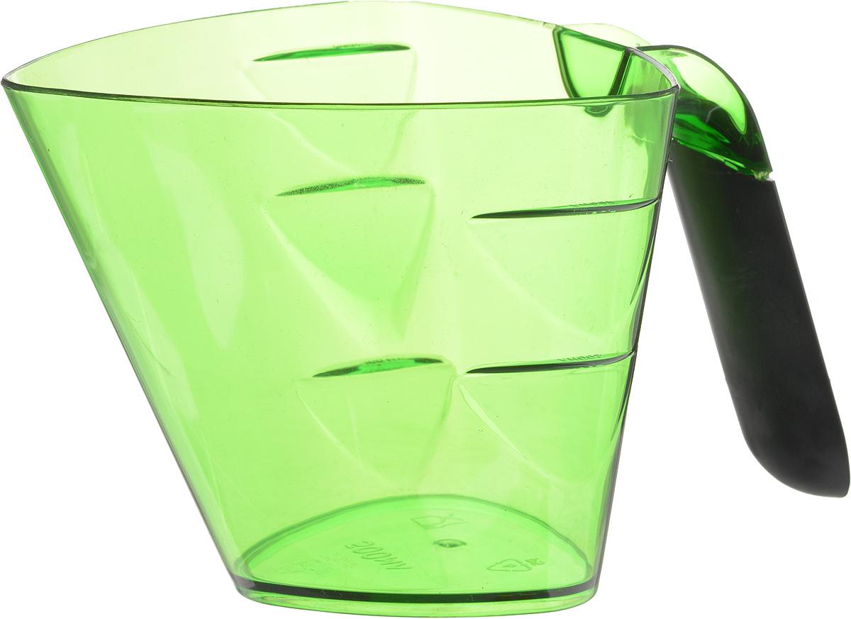 Стакан мерный Giaretti Cristallo, цвет: зеленый, 0,5 лGR3065_зеленыйМерный прозрачный стакан Giaretti Cristallo выполнен из высококачественного пластика. Стакан оснащен удобной ручкой с противоскользящей вставкой и носиком, которые делают изделие еще более простым в использовании. Мерная шкала внутри стакана, позволяет измерить жидкости до 0,5 л. Удобная форма стакана позволяет как отмерить необходимое количество продукта, так и взбить/замесить его непосредственно в прямо в этой же емкости. Такой стаканчик пригодится каждой хозяйке на кухне, ведь зачастую приготовление некоторых блюд требует известной точности. Объем: 0,5 л. Размер: 11,7 х 12 х 10,3 см. Длина ручки: 9,5 см. Толщина стенок: 2 мм.