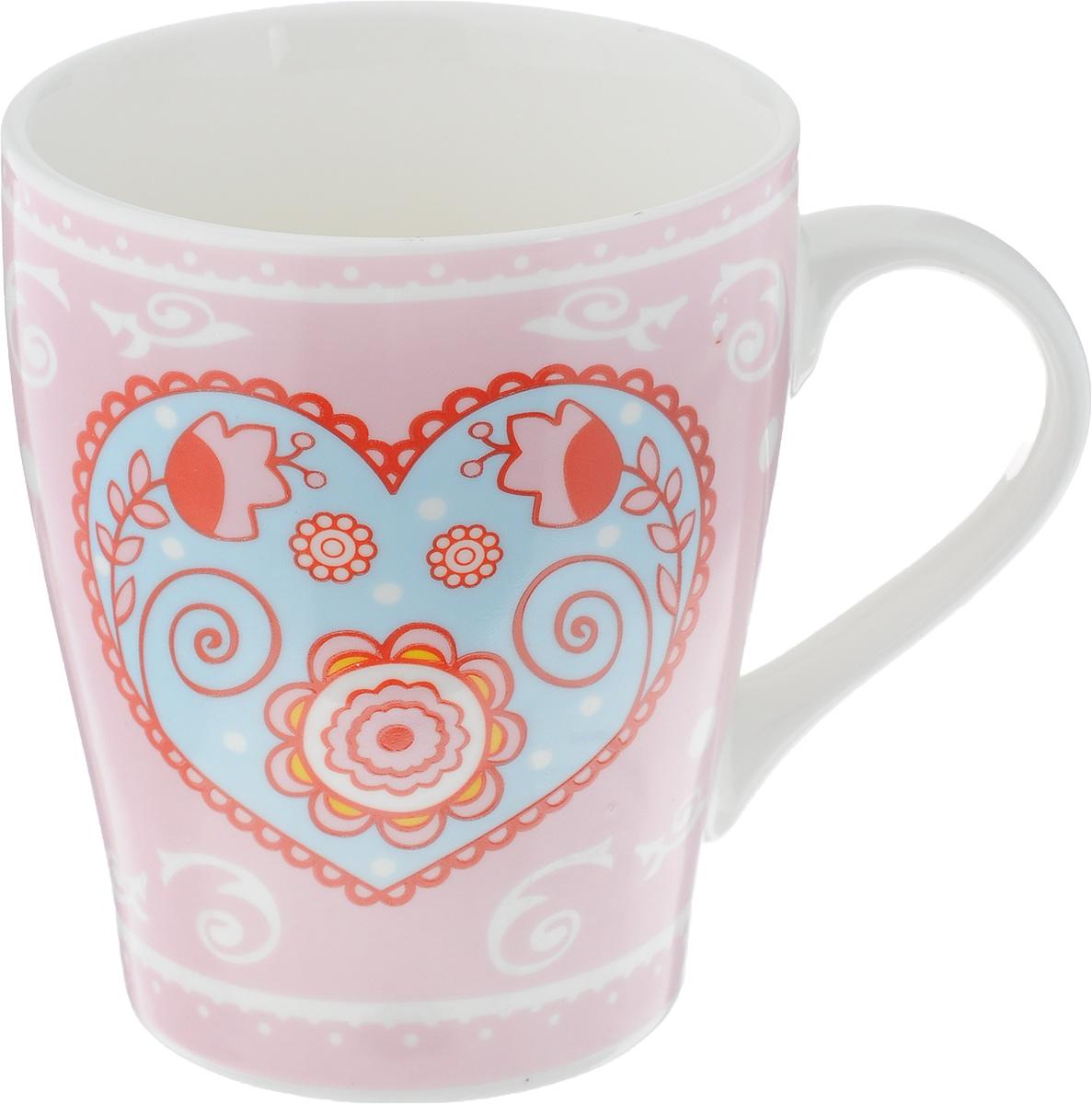 Кружка Loraine, цвет: розовый, 350 мл. 2211222112Кружка Loraine выполнена из высококачественного фарфора с глазурованным покрытием и оформлена оригинальным рисунком. Посуда из фарфора позволяет сохранить истинный вкус напитка, а также помогает ему дольше оставаться теплым. Изделие оснащено удобной ручкой. Такая кружка прекрасно оформит стол к чаепитию и станет его неизменным атрибутом. Можно мыть в посудомоечной машине и использовать в СВЧ. Диаметр кружки (по верхнему краю): 8 см. Высота чашки: 10,5 см.