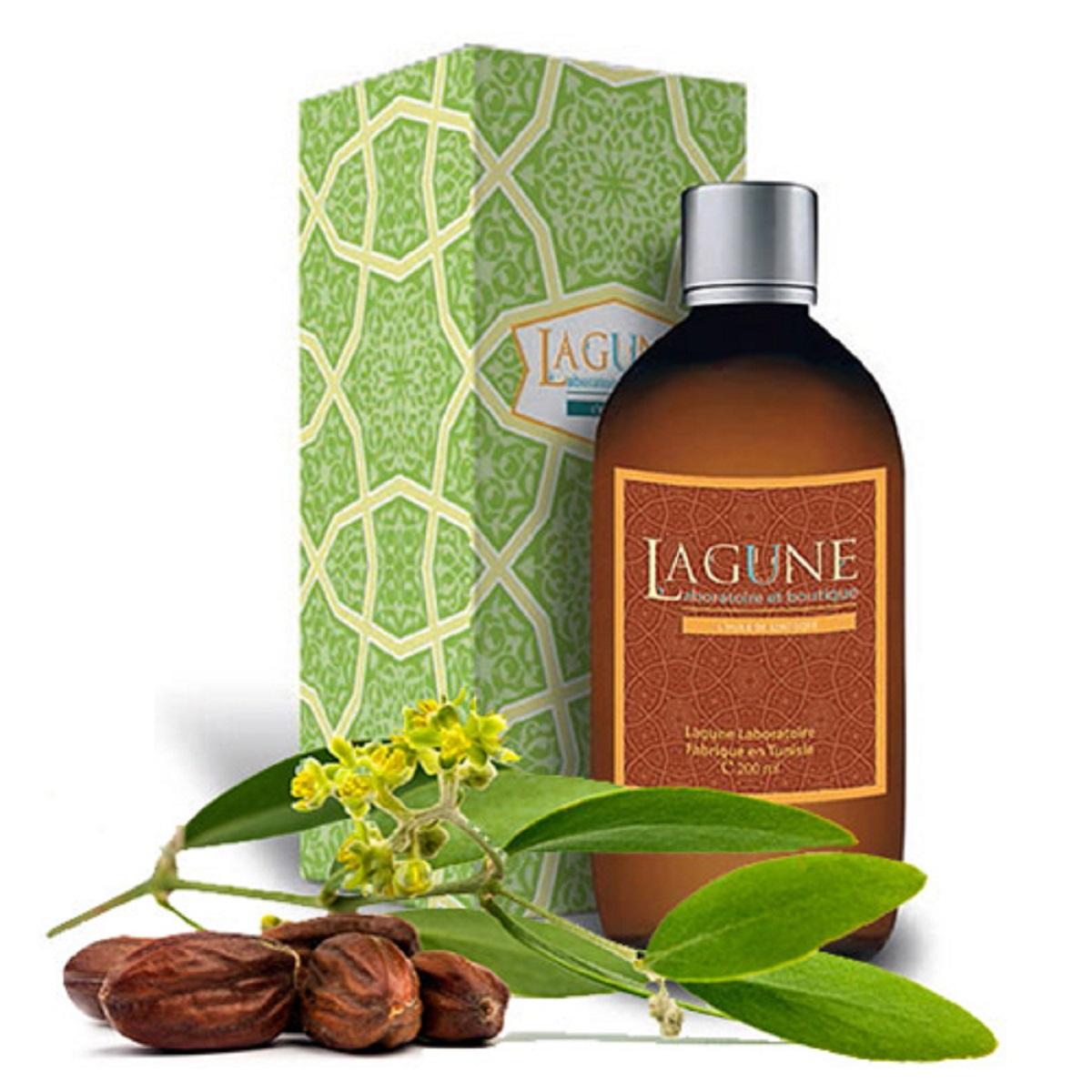 Lagune Масло жожоба 200 мл4627117800253Масло жожоба содержит в составе аминокислоты и протеины, которые по своим свойствам напоминают коллаген, важнейший компонент для поддержания упругости и эластичности кожи. Масло обладает питательными, увлажняющими, антиоксидантными и омолаживающими свойствами, а также противовоспалительным действием. Масло жожоба очень быстро проникает в кожу, после впитывания не оставляет жирного блеска, при этом оно образует на коже надежный защитный слой, делает ее мягкой и шелковистой. В уходе за волосами помогает защитить и восстановить структуру волос, возвращает их естественную силу, объем, упругость и блеск. Идеально подходит не только для очень сухих или ломких волос, но и для жирных, склонных к быстрому загрязнению. Одним из уникальных свойств жожоба является высокая устойчивость к окислению, благодаря чему это масло никогда не прокисает и не теряет своих свойств при длительном хранении.