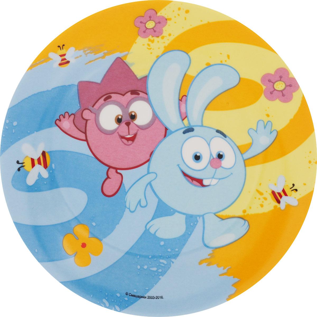 Смешарики Тарелка детская Друзья диаметр 19 смSMP190-2Детская тарелка Смешарики Друзья идеально подойдет для кормления малыша и самостоятельного приема пищи. Тарелка выполнена из керамики, ее широкие бортики обеспечат удобство кормления и предотвратят случайное проливание жидкой пищи. Тарелка оформлена яркими изображениями героев мультсериала Смешарики. Она предназначена для горячей и холодной пищи, подходит для мытья в посудомоечной машине и использования в микроволновой печи. Яркая тарелка с любимыми героями порадует малыша и сделает любой прием пищи приятным и веселым.