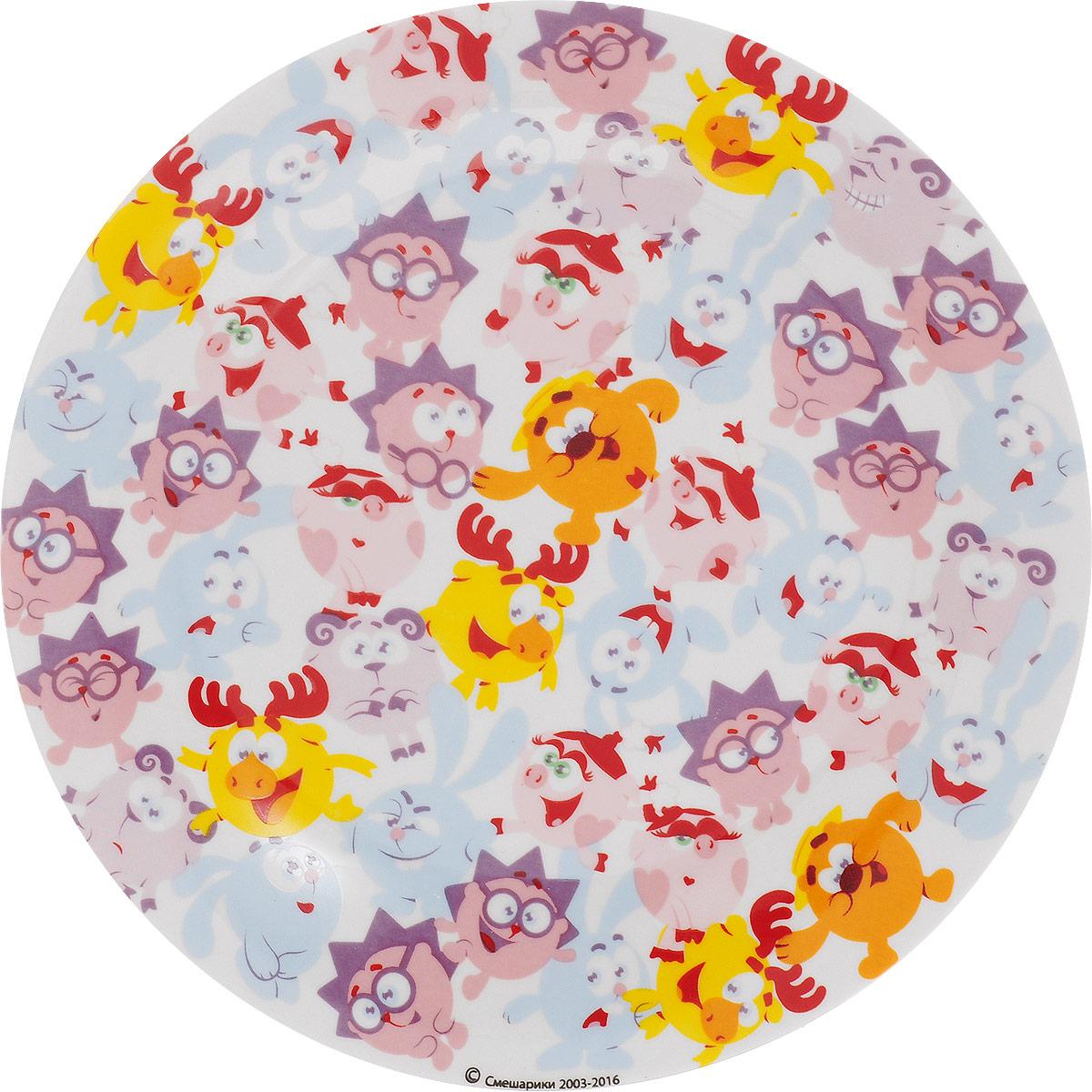 Смешарики Тарелка детская Бум диаметр 19 смSMP190-1Детская тарелка Смешарики Бум идеально подойдет для кормления малыша и самостоятельного приема пищи. Тарелка выполнена из керамики, ее широкие бортики обеспечат удобство кормления и предотвратят случайное проливание жидкой пищи. Тарелка оформлена яркими изображениями героев мультсериала Смешарики. Она предназначена для горячей и холодной пищи, подходит для мытья в посудомоечной машине и использования в микроволновой печи. Яркая тарелка с любимыми героями порадует малыша и сделает любой прием пищи приятным и веселым.