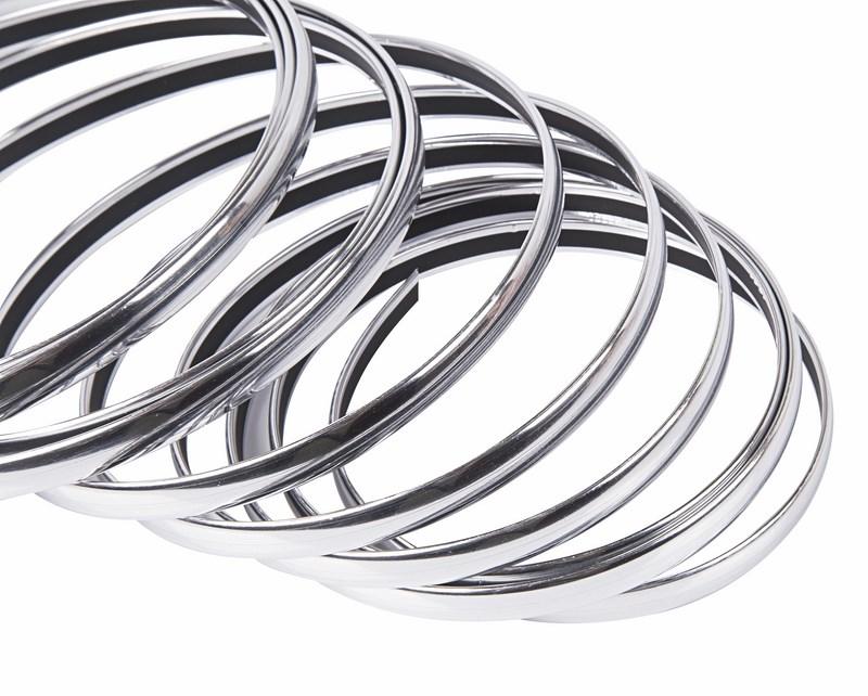 Молдинг хромированный самоклеющийся Rexant, 10 мм х 5 м09-6910Представляем вам хромированный молдинг на самоклеющейся основе. Такая хромированная лента предназначена для окантовки отдельных частей автомобиля или для их комбинирования в одном стиле. Молдинг выполнен из гибкого ПВХ материала с хромированной поверхностью и металлическим напылением. С обратной стороны расположен двух сторонний скотч, с помощью которого данный молдинг надежно крепится на кузове вашего автомобиля.