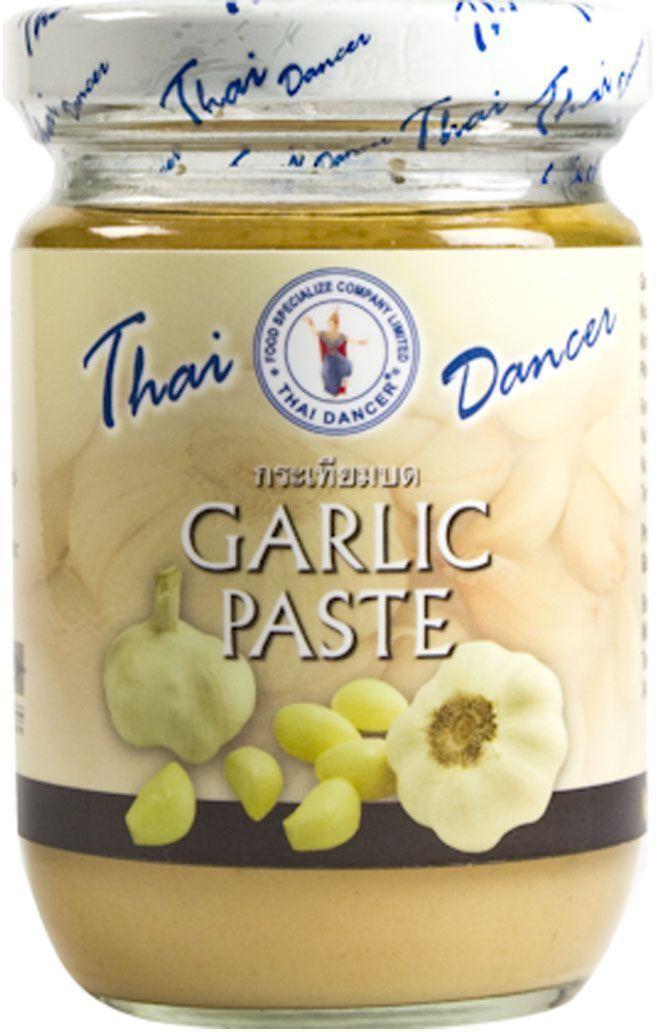 Thai Dancer Чесночная паста, 200 гFS0004028Паста из измельченного чеснока Thai Dancer используется в качестве заменителя свежего чеснока, ускоряя процесс приготовления блюд. Вам больше не нужно резать чеснок, достаточно добавить 1-2 чайных ложки чесночной пасты. Чесночная паста также хороша тем, что придает обеспечивает блюду более мягкую текстуру, гарантирует отсутствие комочков при приготовлении соусов.