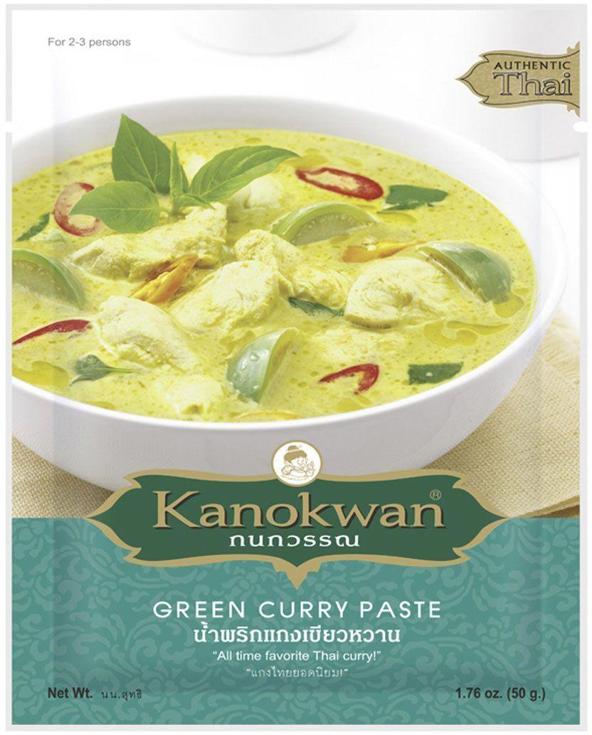 Kanokwan Основа для зеленого карри, 50 гKW0006005Карри-паста пинанг (пхрик кэнг пханэнг) - смесь специй и ароматических трав, возникшая на о-ве Пинанг в современной Малайзии и получившая широкую популярность в Таиланде. Таким образом, блюда с использованием карри-пасты пинанг объединяют в себе традиции малайско-китайской (исторически основную массу населения Пинанга составляли китайцы) и тайской кухонь. Классическими компонентами пинангского карри являются сушеный перец чили, белый перец, обжаренные семена кориандра, зира, соль, кожура кафрского лайма, корень кориандра, лимонное сорго, галанга, лук-шалот, чеснок, креветочная паста, при этом конечный состав пасты и пропорция компонентов зависит от предпочтений повара или компании-производителя. Пинангский карри принадлежит к числу наименее острых из тайских карри. Он имеет пряно-острый вкус, который дополнительно модифицируется добавлением кокосового молока, листьев базилика, пальмового сахара, арахиса или арахисового масла и т.д. Рецепты, содержащие карри-пасту пинанг,...