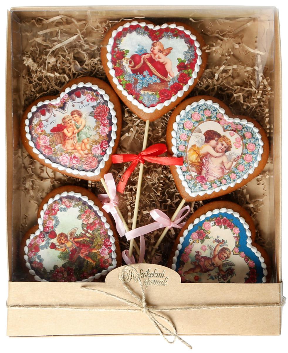 Жуковский пряник Подарочный набор Ретро сердца, 5 шт00-00002398Медово-имбирные пряники с росписью из айсинга. Чудесный набор пряного, медово-имбирного печенья, с романтичным, красивейшим декором , созданный специально для вас и ваших любимых! Набор таких пряничков непременно порадует ваших близких и станет отличным подарком к любому празднику! Уважаемые клиенты! Обращаем ваше внимание, что полный перечень состава продукта представлен на дополнительном изображении.