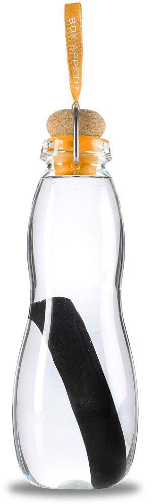 Эко-бутылка Black+Blum Eau Good Glass, с фильтром, цвет: оранжевыйEGG006Эко-бутылка с угольным фильтром сделает воду вкусной и полезной. Неопреоновый чехол защищает емкость из боросиликатного стекла от трещин и повреждений. Через 6-8 часов после наполнения бутылки вода становится чистой. В основе технологии лежит угольный фильтр Binchotan, широко используемый в Японии с 17 века. Он эффективно убирает хлор, минерализует воду и выравнивает PH-баланс. Фильтр сохраняет свою активность 6 месяцев и утилизируется без вреда для экологии. Если наполнять бутылку 1 раз в день, то через 3 месяца нужно прокипятить фильтр в течение 10 минут, дать высохнуть и можно использовать снова. Объем: 600 мл.