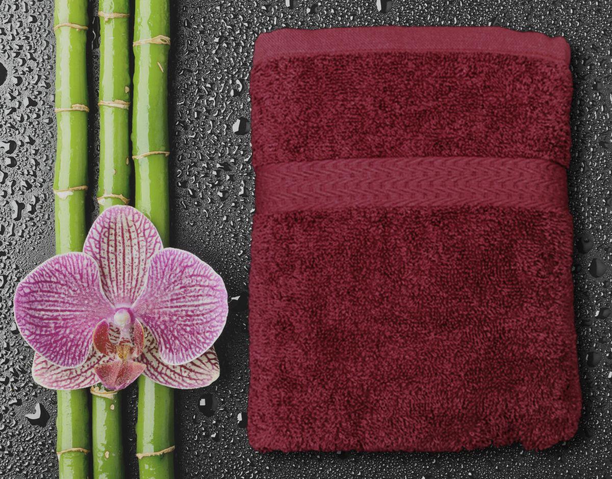 Полотенце Amore Mio GX Classic, цвет: бордовый, 50 х 90 см84530Полотенца Amore Mio Classic - полотенца отличного качества из 100% хлопка. Яркие цвета выполнены качественным красителем BASF из Германии сохраняют насыщенность долгое время. Мягкость и пушистость этих полотенец Вас приятно удивит. Продукция имеет европейский сертификат качества.