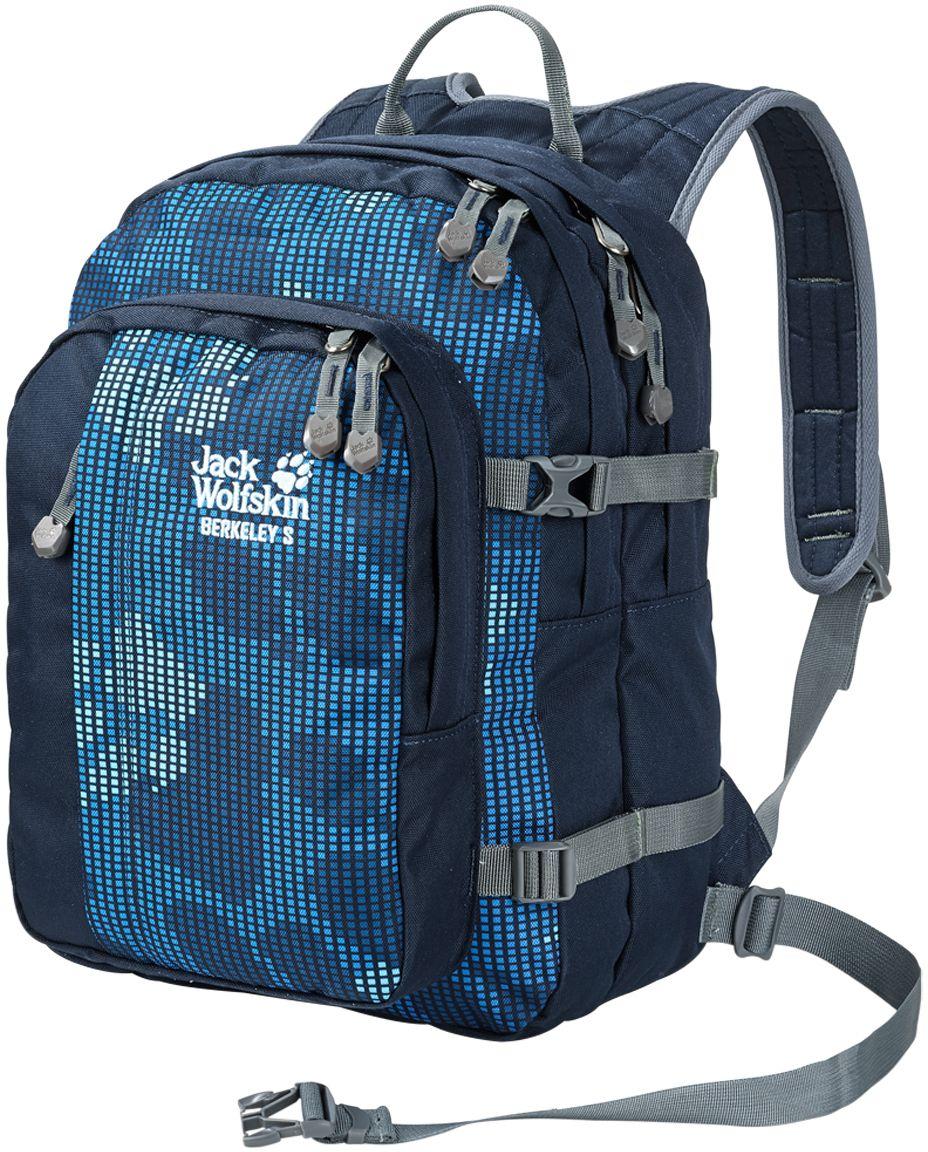 Рюкзак Jack Wolfskin Berkeley S, цвет: синий. 25336-793125336-7931Berkeley S — настоящий универсал и одна из классических моделей для детей от шести лет. Рюкзак оснащен поддерживающей системой Snuggle up. Особо широкие ремни и отстегиваемый передний поясной ремень равномерно распределяют нагрузку, обеспечивая малышу свободу движений. В двух вместительных основных отделениях и большом переднем отделении ваш маленький любитель активного отдыха сможет разместить книги и тетради, спортивную одежду или свой перекус. Сетчатый карман сбоку, передний карман и практичные, маленькие кармашки идеально подходят для таких мелких предметов, как карандаши, мобильный телефон или mp3-плеер. Благодаря интегрированному карабину ключи от дома или велосипеда никогда не потеряются.