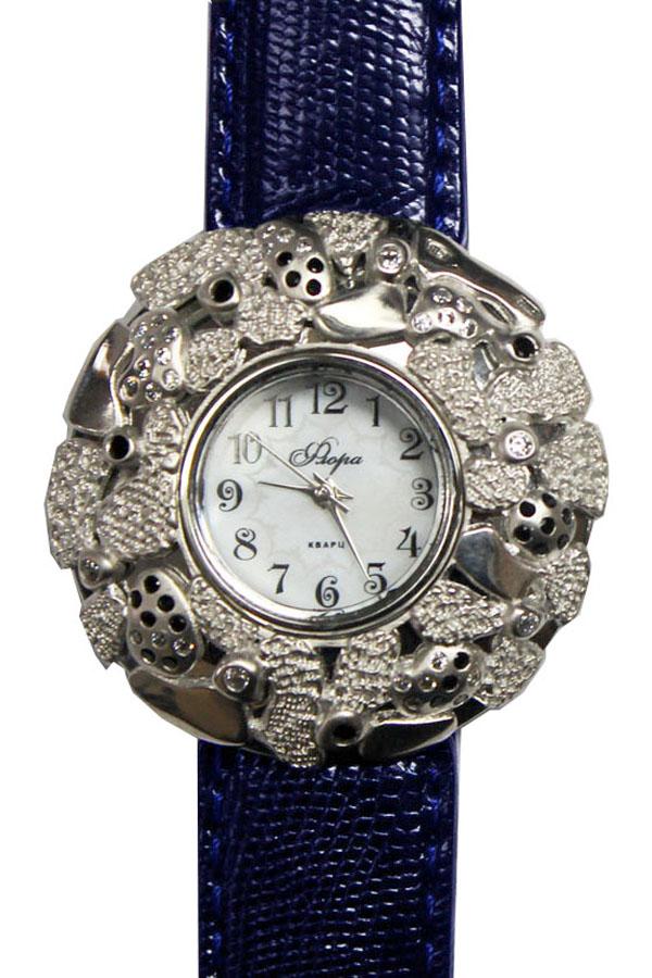 Часы наручные женские Mikhail Moskvin Флора, цвет: темно-синий, серебристый. 1143S3-В6L2/101143S3-В6L2/10Люксовая модель коллекции Mikhail Moskvin Флора изготовлена в изящном и немного загадочном стиле. Искусство ювелирного оформления - хрупкий индивидуальный процесс - был применен при изготовлении накладки из серебра 925 пробы весом 8,26 грамма. Разные фактуры поверхности, инкрустация белыми и черными цирконами создает игру света и цвета. На перламутровом циферблате необычные арабские цифры органично сочетаются с изящными стрелками. В модели используется кварцевый высокоточный механизм производства Miyota Sitizen (Япония). Корпус, диаметром 36 мм, предлагается с черным ремешком из натуральной кожи и надежной пряжкой.