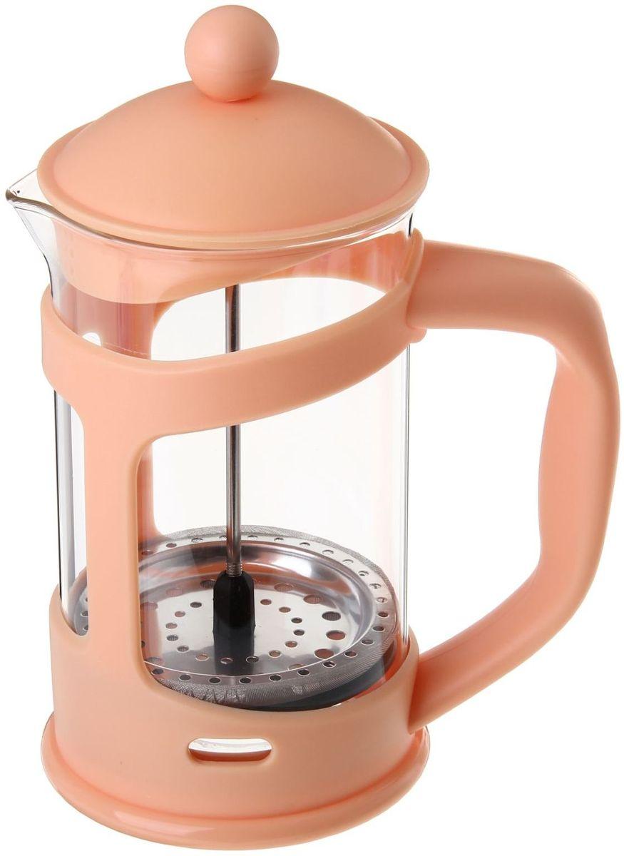 Френч-пресс Доляна Домашнее тепло, цвет: бежевый, 800 мл863198Френч-пресс —приспособление для приготовления чая и кофе. Он пользуется огромным спросом у любителей этих напитков, ведь изделие довольно простое в использовании и имеет ряд других преимуществ: чай в нём быстрее заваривается; ёмкость позволяет наиболее полно раскрыться вкусовым качествам напитка; вы можете готовить кофе и чай с любимыми специями и травами. Как сделать вкусный кофе при помощи френч-пресса? Сначала вам нужно перемолоть зёрна. Степень помола — грубая. Вскипятите воду. Насыпьте кофе в изделие и медленно залейте его кипятком из чайника. Сначала наполните приспособление до середины, подождите 1 минуту и долейте остальное. Накройте крышкой, пусть напиток настоится ещё 3 минуты. Медленно опустите поршень. Оставьте кофе на 3 минуты, чтобы опустился осадок. Ваш напиток готов!