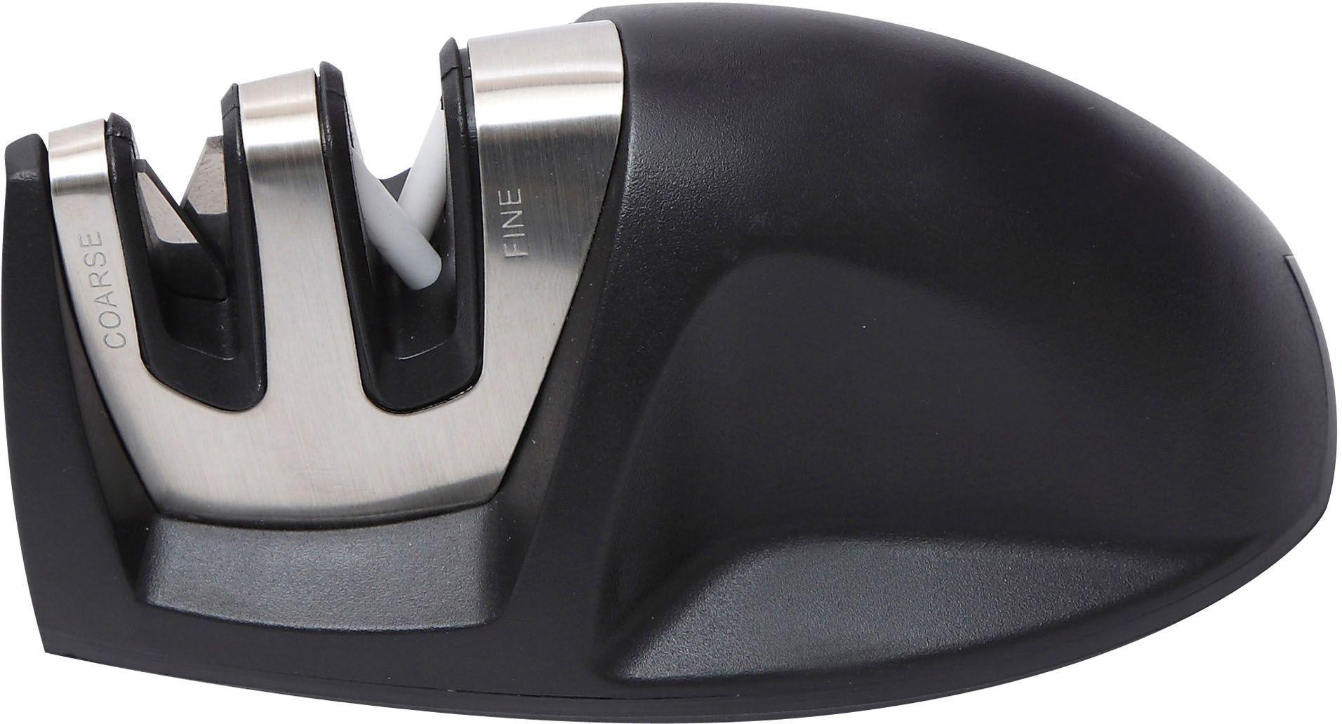 Ножеточка Bergner 3955 BG, настольная3955 BGНастольная точилка для ножей Bergner BG-3955 всегда придет на выручку, если кухонные инструменты сильно затупятся. Точилка снабжена двумя отсеками: металлическая пластина – для грубой обработки, а белые керамические стержни – для тонкой доводки. Корпус из нержавеющей стали гарантируют отличную износоустойчивость. Прорезиненная нескользящая основа обеспечит хорошую фиксацию на столе. Эта компактная точилка отлично подходит для обработки всех типов ножей, кроме специфичных моделей с зубчатым лезвием.