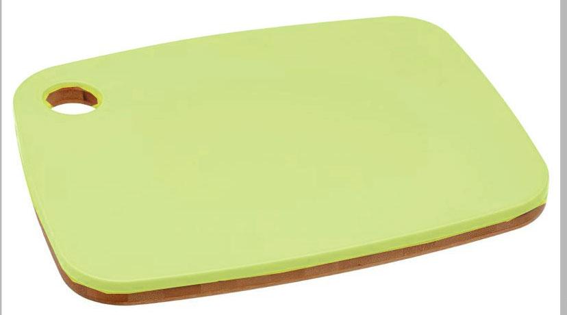Доска разделочная JJA, двусторонняя, средняя, цвет: зеленый, 33 х 25 х 1,9 см120031BЭто один из самых необходимых аксессуаров на кухне. С помощью разделочной доски Вы легко сможете нарезать овощи и фрукты для салата, хлеб для бутербродов, мясо для супа или жаркого. Двухсторонняя разделочная доска изготовлена из бамбука и пищевого пластика. Благодаря своей твёрдости, бамбуковая сторона больше подходит для резки и рубки мяса и рыбы, пластиковая – для фруктов и овощей. Легко моется водой, не впитывает запахи. Доска не займёт много места - она имеет специальное отверстие для подвешивания, а благодаря своему дизайну и приятному цвету, станет прекрасным дополнением интерьера Вашей кухни.