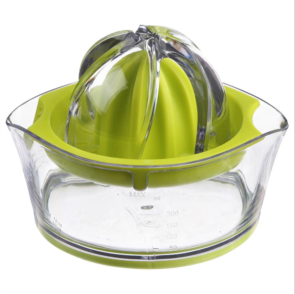 Соковыжималка для цитрусовых JJA, цвет: зеленый, 14 х 12 х 9 см128657BКлассическая соковыжималка для цитрусовых, имеет яркий, изысканный дизайн. Шкала, нанесённая на прозрачный контейнер, поможет точно определить объём выжатого сока, а если Вы предпочитаете этот напиток без мякоти, то специальная решеточка не позволит ей попасть в Ваш стакан.