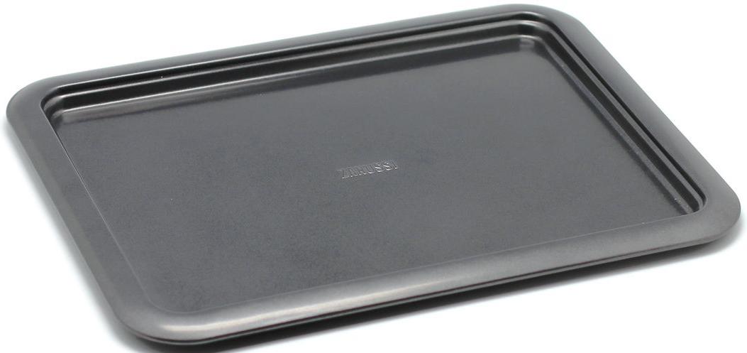 Противень Zanussi Taranto, 37 х 28 х 1,6 см, цвет: черный. ZAC38211BFZAC38211BFКоллекция форм серии Taranto является хорошим приобретением любой хозяйки. Товар бренда Zanussi - металлические формы - пользуется высоким спросом, его отличает высокое качество и удобный размер. Изделия выполнены из толстой углеродистой стали. Форма имеет антипригарное покрытие и утолщенные стенки, которые гарантируют равномерное пропекание изделия. Можно использовать в духовке до 230 градусов. Главное преимущество стальных форм - это абсолютная химическая нейтральность и экологичность.