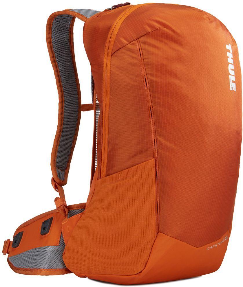 Рюкзак туристический мужской Thule Capstone, цвет: коричневый, 22 л. 225105225105Надежный рюкзак для ежедневного использования с воздухопроницаемой задней панелью и вшитым дождевым чехлом.