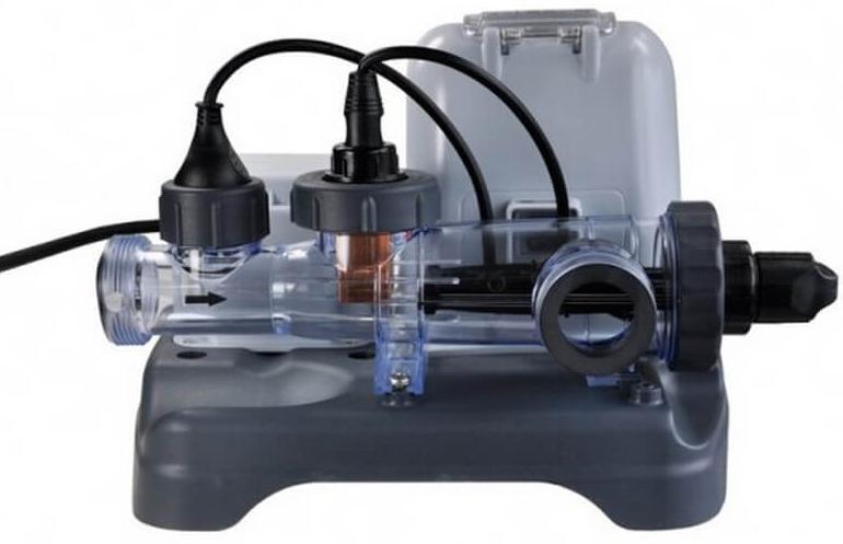 Система морской воды Intex, 220 В. с54602с54602Хлоргенератор позволяет отказаться от использования жидкого хлора для очистки и обеззараживания воды. Предназначен для каркасных и надувных бассейнов Intex, а также бассейнов других фирм. Использование хлоргенератора не только намного безопаснее для кожи и слизистой оболочки глаз, но и дешевле в эксплуатации, так как в качестве реагента используется обычная соль. Служит для дезинфекции и обеззараживания воды в бассейне. Уничтожает бактерии, препятствует образованию водорослей в воде. Для данной модели хлоргенератора характерно засыпать определенное количество соли непосредственно в бассейн, согласно инструкции, в зависимости от размера бассейна. Производительность хлора : 12грамм/час Вес 20.1 кг