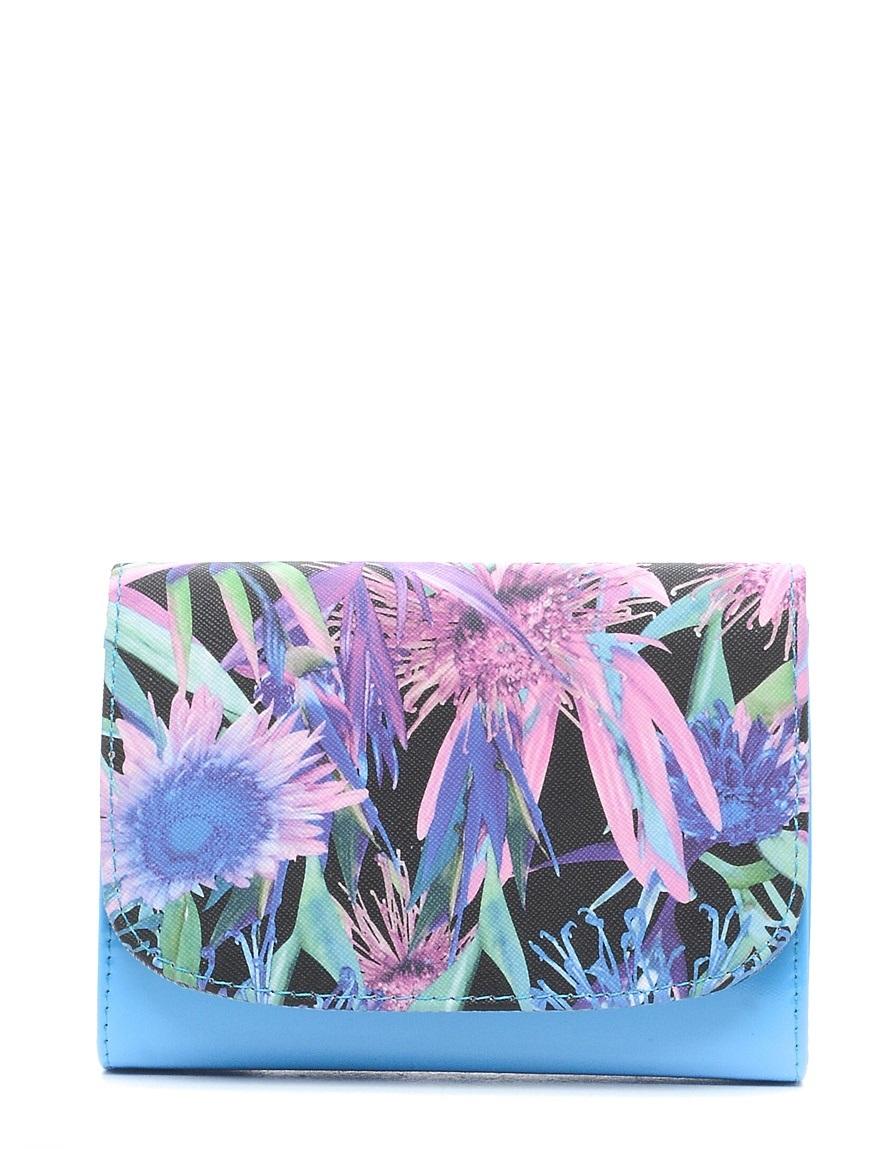 Клатч детский Vitacci, цвет: голубой. 24103-1024103-10Детский стильный клатч Vitacci выполнен из искусственной кожи на подкладке из текстиля. Клатч имеет два основных отделения между которыми находится карман на молнии. Модель застегивается на металлическую кнопку. Клатч оформлен оригинальным принтом. Клатч оснащен несъемным наплечным ремнем, который регулируется по длине.