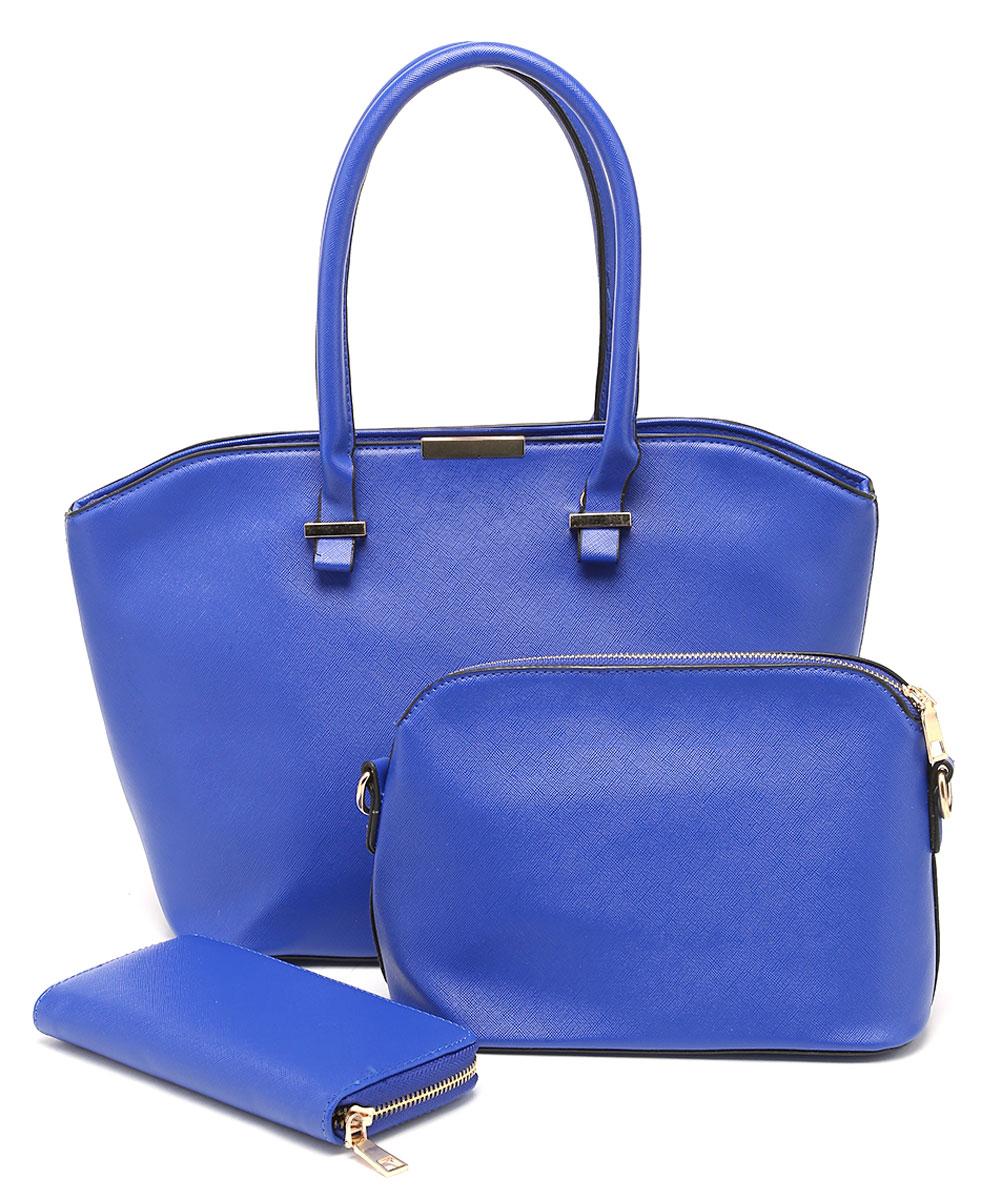 Комплект женский DDA, 3 предмета, цвет: синий. WB-1002WB-1002 BUКомплект DDA состоит из большой сумки, маленькой сумочки-клатча и кошелька. Изделия изготовлены из качественной экокожи. Большая сумка закрывается на застежку-молнию. Сумка содержит одно отделение, в котором расположены два открытых накладных кармана и один врезной на молнии. С внешней задней стороны сумки - врезной карман на застежке-молнии. Модель дополнена двумя прочными ручками на металлической фурнитуре. Маленькая сумка-клатч закрывается на застежку-молнию. Сумка содержит одно отделение, в котором расположены два открытых накладных кармана и один врезной карман на молнии. В комплекте два съемных ремня с застежками-карабинами. Короткий ремень выполнен из экокожи и прочных металлических цепей. Длинный ремень из экокожи регулируется по длине. Удобный женский кошелек застегивается на металлическую молнию. Кошелек разделен карманом-средником на молнии и содержит восемь отделений для карточек или визиток.