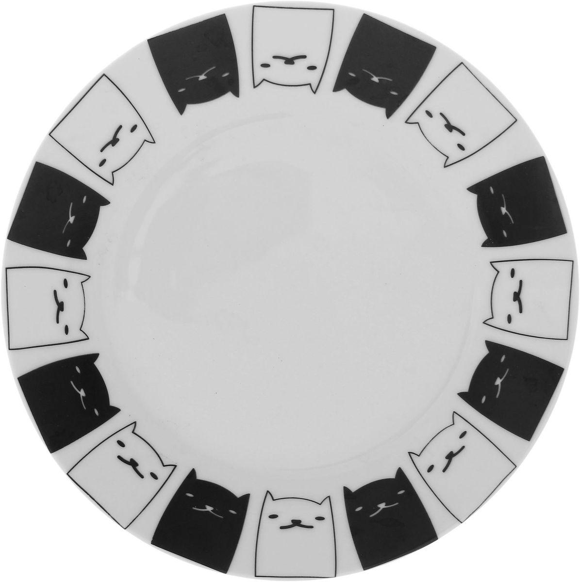Тарелка мелкая Сотвори чудо Котята, диаметр 20 см1563645Хотите обновить интерьер кухни или гостиной? Устраиваете необычную фотосессию или тематический праздник? А может, просто ищете подарок для близкого человека? Посуда « Сотвори Чудо» — правильный выбор в любой ситуации. Её достоинства: изящный фаянс нежного сливочного цвета; стойкость краски; пригодность для посудомоечных машин.
