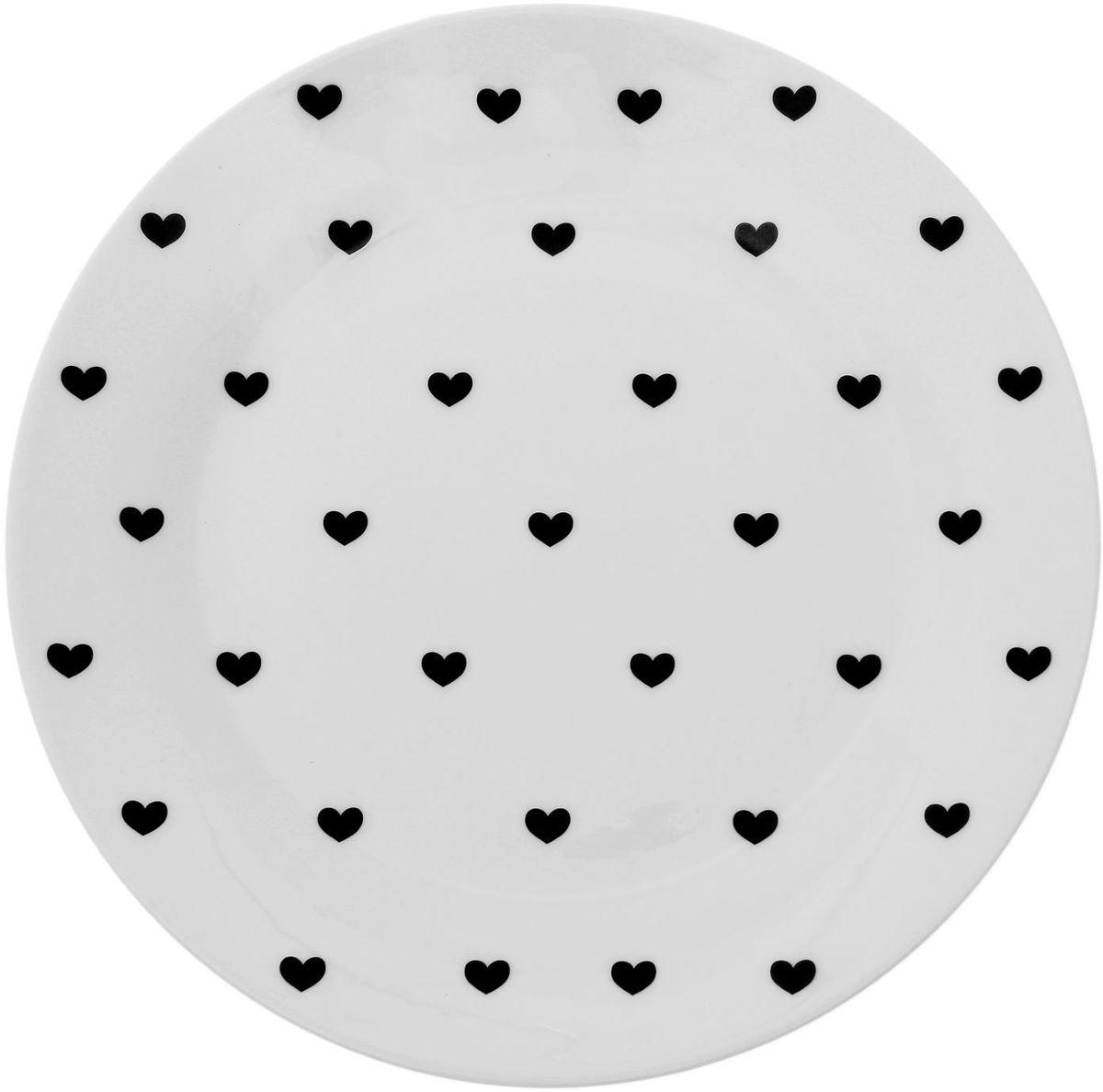 Тарелка мелкая Сотвори чудо Маленькое сердце, диаметр 23 см1661855Хотите обновить интерьер кухни или гостиной? Устраиваете необычную фотосессию или тематический праздник? А может, просто ищете подарок для близкого человека? Посуда « Сотвори Чудо» — правильный выбор в любой ситуации. Её достоинства: изящный фаянс нежного сливочного цвета; стойкость краски; пригодность для посудомоечных машин.