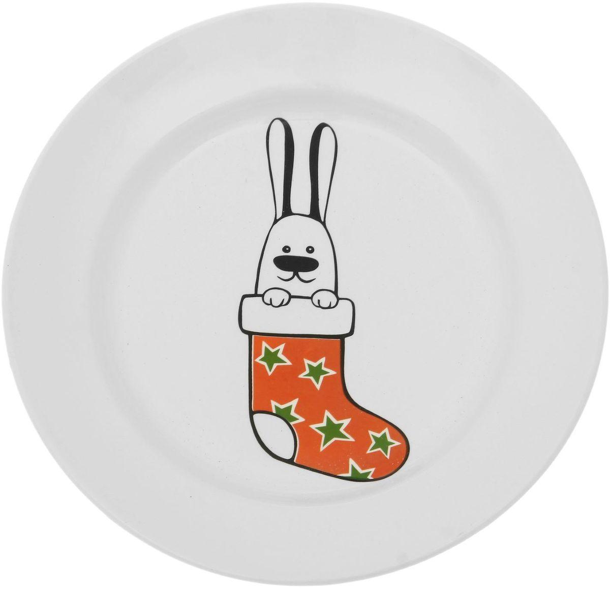 Тарелка мелкая Сотвори чудо Рождественский кролик, диаметр 20 см1828177Хотите обновить интерьер кухни или гостиной? Устраиваете необычную фотосессию или тематический праздник? А может, просто ищете подарок для близкого человека? Посуда « Сотвори Чудо» — правильный выбор в любой ситуации. Её достоинства: изящный фаянс нежного сливочного цвета; стойкость краски; пригодность для посудомоечных машин.