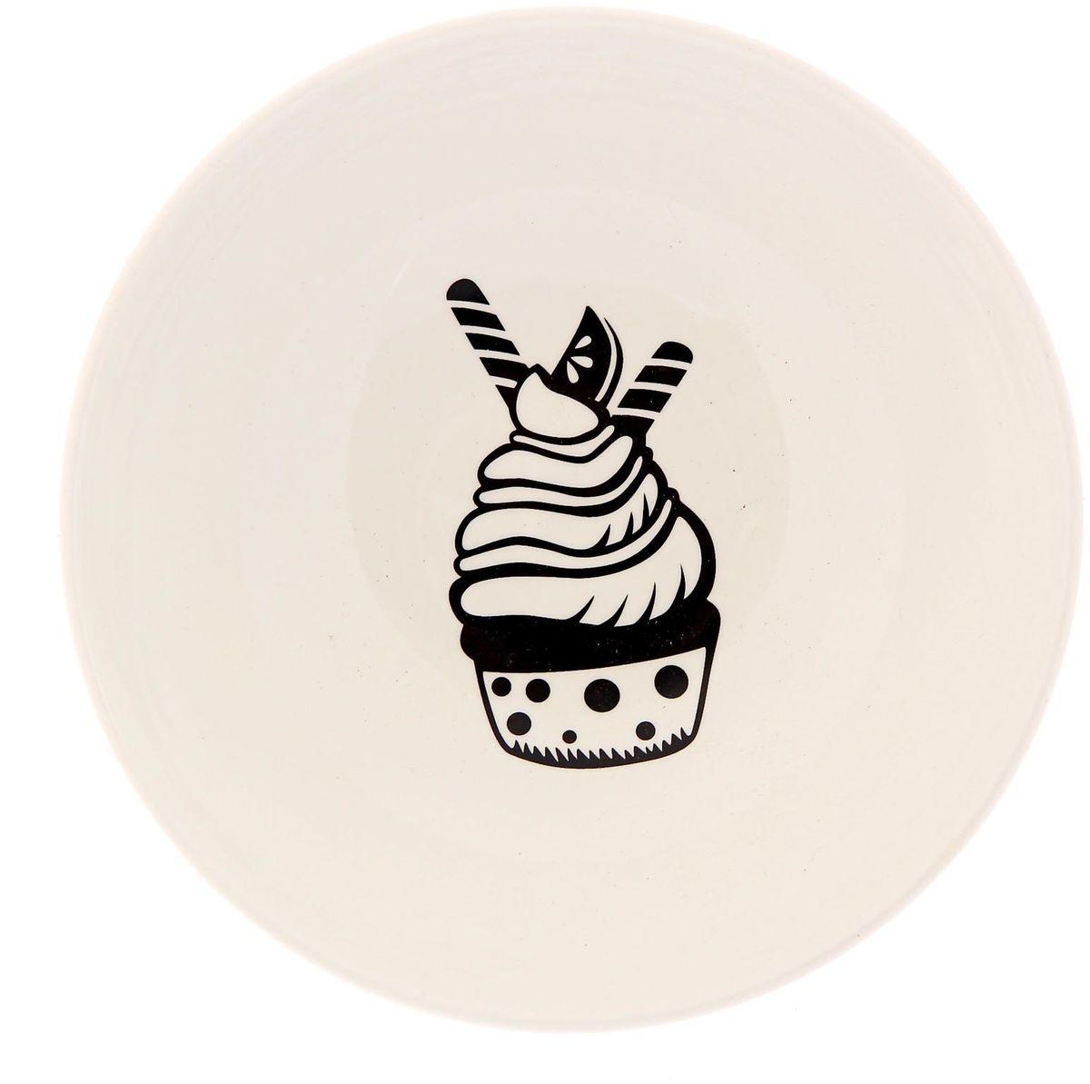 Салатник Сотвори чудо Маффин, диаметр 16,5 см2277847Хотите обновить интерьер кухни или гостиной? Устраиваете необычную фотосессию или тематический праздник? А может, просто ищете подарок для близкого человека? Посуда « Сотвори Чудо» — правильный выбор в любой ситуации. Её достоинства: изящный фаянс нежного сливочного цвета; стойкость краски; пригодность для посудомоечных машин.