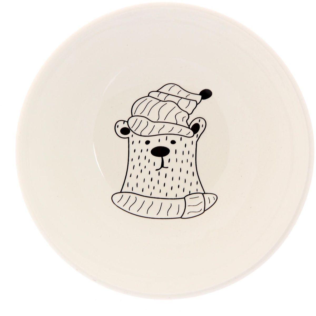 Салатник Сотвори чудо Полярный мишка, диаметр 16,5 см2277848Хотите обновить интерьер кухни или гостиной? Устраиваете необычную фотосессию или тематический праздник? А может, просто ищете подарок для близкого человека? Посуда « Сотвори Чудо» — правильный выбор в любой ситуации. Её достоинства: изящный фаянс нежного сливочного цвета; стойкость краски; пригодность для посудомоечных машин.