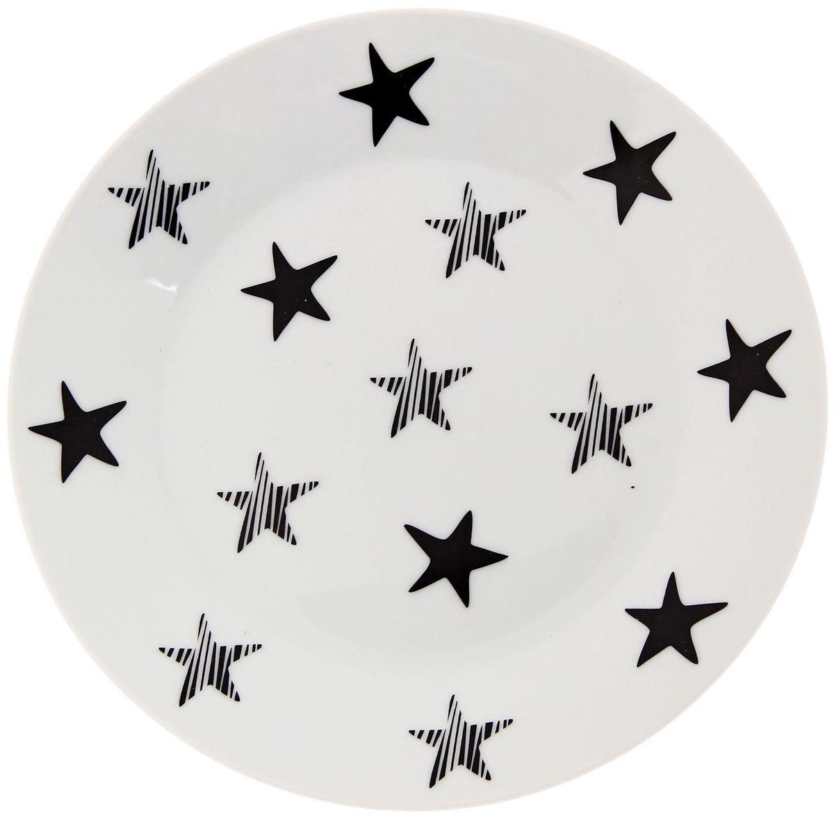 Тарелка мелкая Сотвори чудо My Little Star, диаметр 20 см2277868Хотите обновить интерьер кухни или гостиной? Устраиваете необычную фотосессию или тематический праздник? А может, просто ищете подарок для близкого человека? Посуда « Сотвори Чудо» — правильный выбор в любой ситуации. Её достоинства: изящный фаянс нежного сливочного цвета; стойкость краски; пригодность для посудомоечных машин.