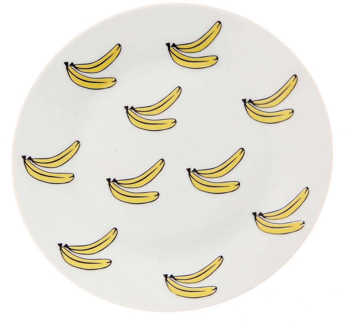Тарелка мелкая Сотвори чудо Бананы, диаметр 20 см2277869Хотите обновить интерьер кухни или гостиной? Устраиваете необычную фотосессию или тематический праздник? А может, просто ищете подарок для близкого человека? Посуда « Сотвори Чудо» — правильный выбор в любой ситуации. Её достоинства: изящный фаянс нежного сливочного цвета; стойкость краски; пригодность для посудомоечных машин.