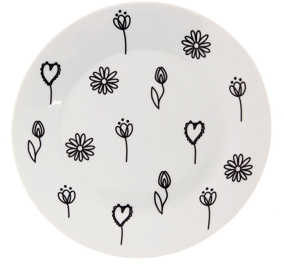 Тарелка мелкая Сотвори чудо Черный цветок, диаметр 20 см2277881Хотите обновить интерьер кухни или гостиной? Устраиваете необычную фотосессию или тематический праздник? А может, просто ищете подарок для близкого человека? Посуда « Сотвори Чудо» — правильный выбор в любой ситуации. Её достоинства: изящный фаянс нежного сливочного цвета; стойкость краски; пригодность для посудомоечных машин.