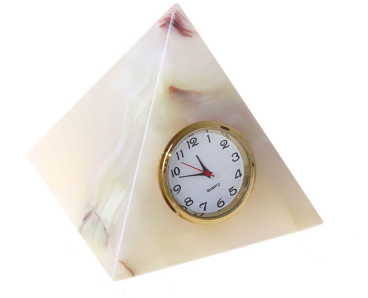 Часы Sima-land Пирамида, 7,5 х 7,5 х 9 см680268Часы Sima-land Пирамида 3 прекрасно дополнят интерьер вашей комнаты. Корпус выполнен из натурального оникса. Циферблат круглой формы, оформленный крупными арабскими цифрами, защищен стеклом. Благодаря устойчивой поверхности часы можно поставить в любое удобное для вас место. Часы работают от батарейки (не входит в комплект). Диаметр циферблата: 3,5 см. Размер часов: 7,5 см х 7,5 см х 9 см. УВАЖАЕМЫЕ КЛИЕНТЫ! Обращаем ваше внимание на тот факт, что цветовой оттенок товара может отличатся от представленного на изображении, поскольку корпус часов выполнен из натурального камня. Учитывайте это при оформлении заказа.