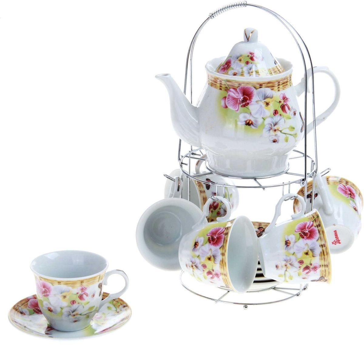 Набор чайный Доляна Садовый дворик, 13 предметов240600Какую посуду выбрать для чаепития? Конечно, традиционный напиток по необходимости можно пить и из помятой алюминиевой кружки. Но все-таки большинство хозяек стараются приобрести изящные и оригинальные модели для эстетического наслаждения неповторимым вкусом и тонким ароматом хорошего чая. Кухонная керамика сочетает в себе бытовую практичность и декоративную утонченность. Набор чайный на 6 персон Садовый дворик, 13 предметов: 6 чайных пар 250 мл, чайник 1 л отличается высокой прочностью и обаятельным дизайном. Нарядный комплект обязательных для чаепития атрибутов изготовлен на родине древнего напитка и привнесет в каждую трапезу особую энергетику.