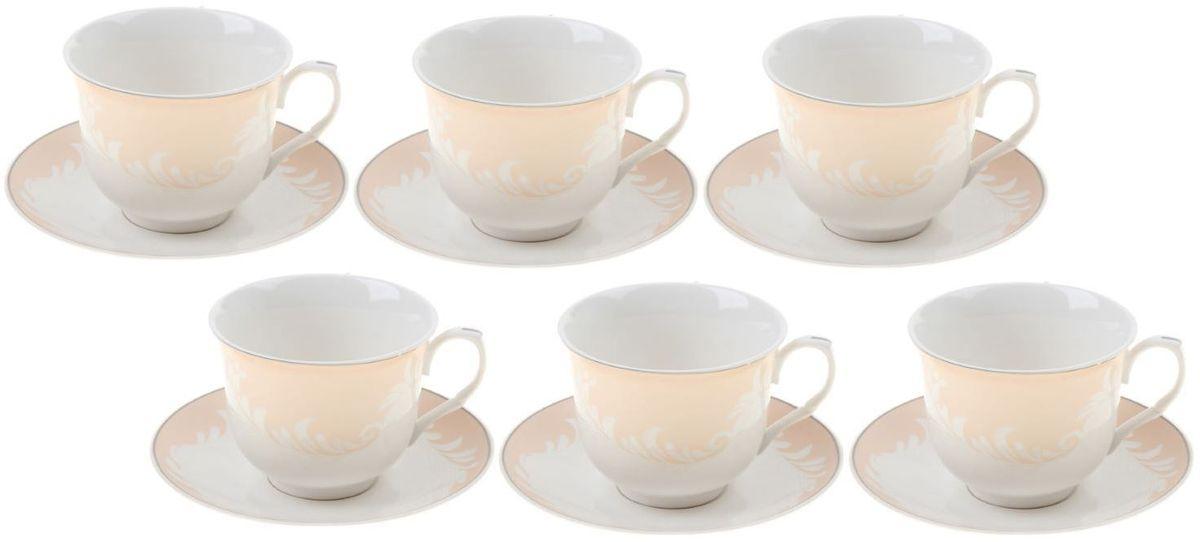 Сервиз чайный Доляна Мадлен, 12 предметов867804Кто-то ценит в посуде смелый и неординарный дизайн, отход от классики и эпатаж. Ну а большинство людей придерживается традиционных взглядов. Если вам ближе классика, то сервиз чайный 12 предметов в подарочной коробке Мадлен (чашка 220 мл) — именно то, что нужно! Ведь что ни говори, а чаепитие испокон веков связывалось с теплотой, неспешностью и лёгкостью. И посуда для этого требовалась соответствующая. Сервиз «Мадлен» с его пастельными цветами и плавными линиями как нельзя лучше способствует поддержанию душевной застольной беседы. Гости будут приятно удивлены радушием хозяина, выставившим для них такой прекрасный набор посуды! В набор входят: чашка (220 мл) — 6 шт., блюдце — 6 шт. При всём изяществе керамическая посуда отличается неприхотливостью и не требует особых условий хранения. Она подходит для повседневного использования и мытья в посудомоечных машинах. Однако нескольких простых правил всё же стоит придерживаться: не допускать падения посуды с высоты; избегать использования...