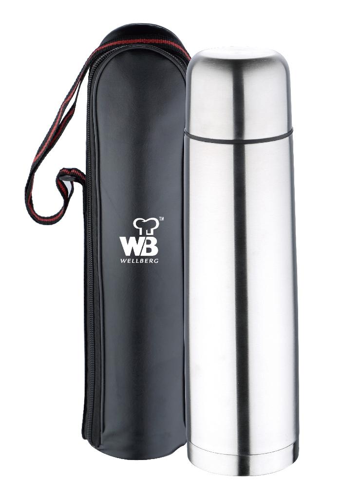 Термос Wellberg, с чехлом, 1 л. 9414 WB9414 WBТермос Wellberg WB-9414 удобно брать собой в любое путешествии в холодное время года. Благодаря наличию чехла вы сможете быстро достать и положить обратно термос, не беспокоясь о его сохранности. В защитном чехле черного цвета термос не поцарапается и не повредится при переноске. Термос изготовлен из высококачественной нержавеющей стали. Двойные стенки термоса позволяют долго сохранять напитки в горячем виде и не обжечься случайным образом. Объем термоса составляет 1 литр.